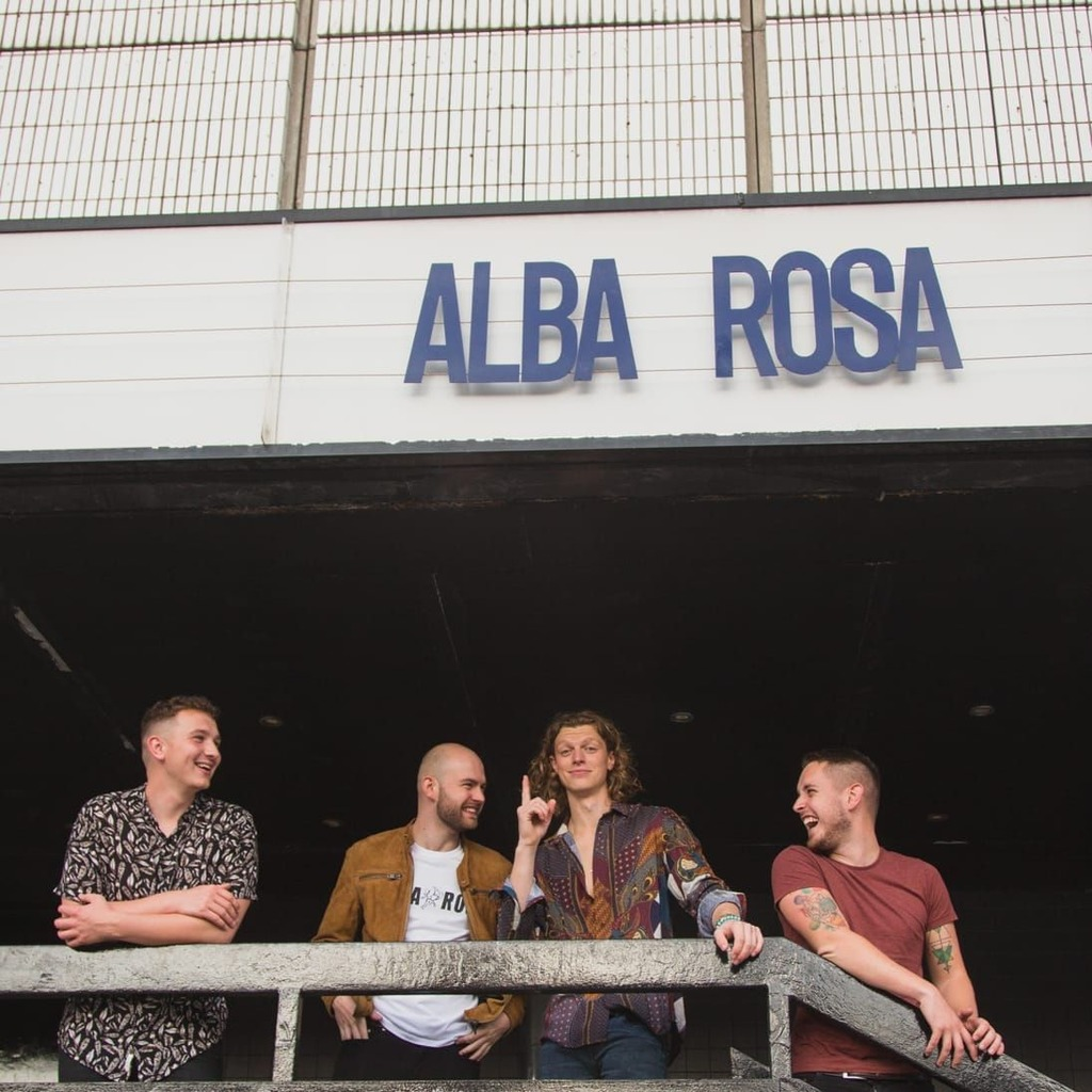 Oliver and his band Alba Rosa.