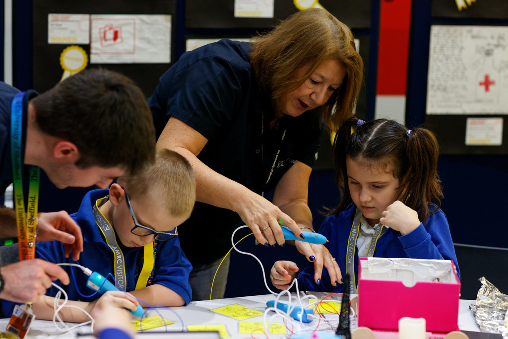 Debra Gisby, AMRC training and skills co-ordinator, working with children at the launch of Primary Engineer.