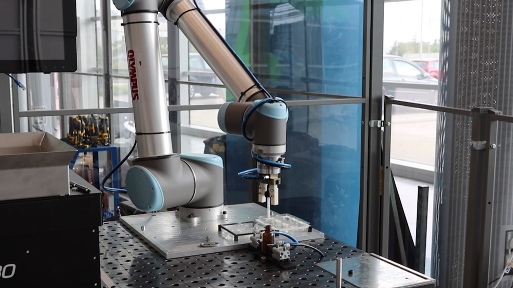 The demonstrator robotic arm built to test the automation of the cap-screwing processes for syringe bottles.