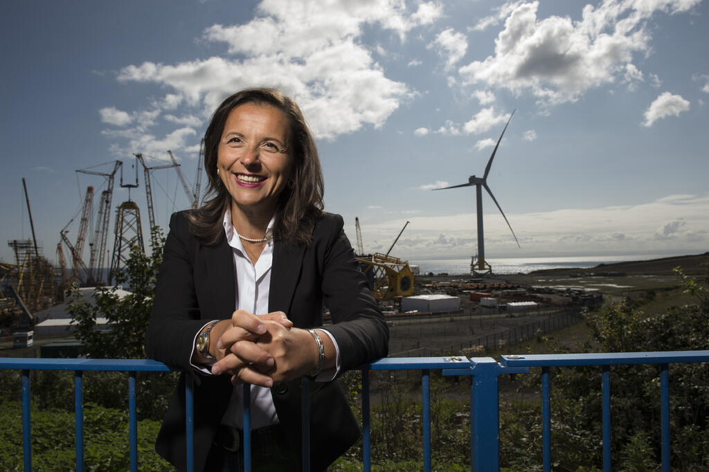 CEO Sabrina Malpede in front of wind farm in Edinburgh. © Wattie Cheung cleared for Innovate UK and 3rd party use